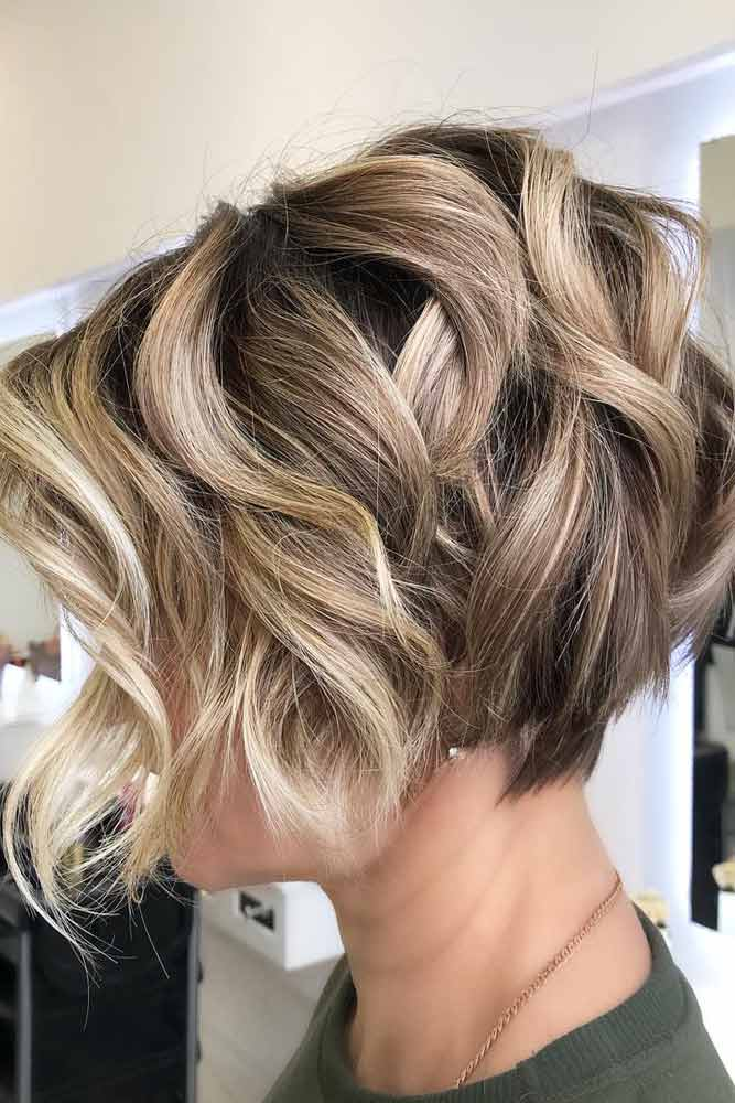 Short Layered Wavy Bob #hairstyles #faceshape #longface