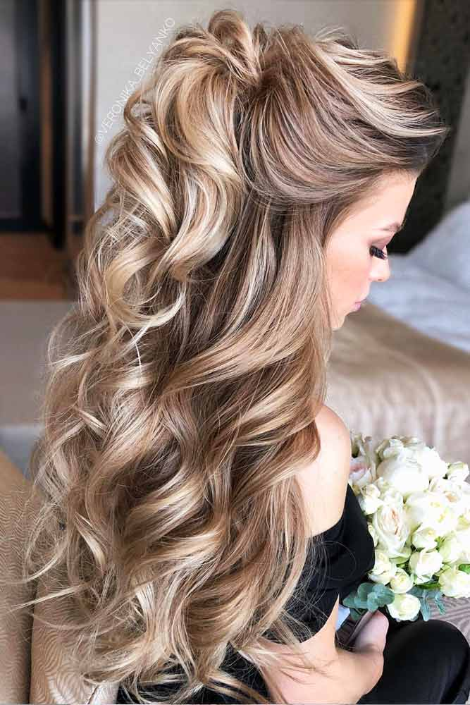 Easy To Do Half Up Hairstyles Blonde Highlights #halfuphalfdownhairstyles #longhair #promhairstyles #promhair #hairstyles