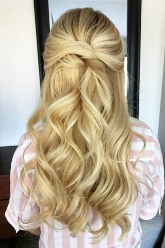 Easy To Do Half Up Hairstyles Sandy Color #halfuphalfdownhairstyles #longhair #promhairstyles #promhair #hairstyles