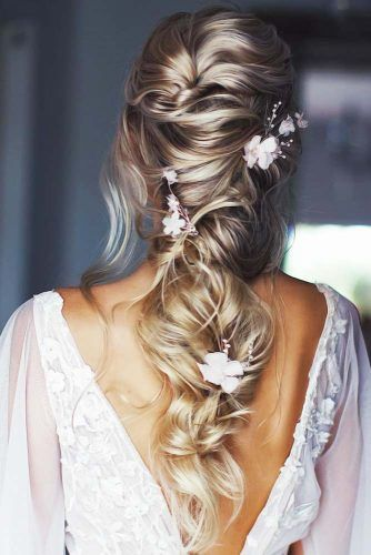 Down Styles With Feed In Jewelry Wavy Twist #weddinghairstyles