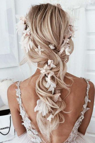 Down Styles With Feed In Jewelry Flowers #weddinghairstyles
