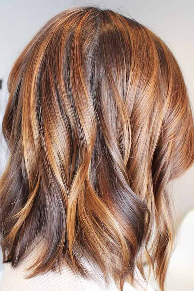 Brunette Wavy Bob With Warm Brown Highlights #brunette #brownhair #wavyhair #bob