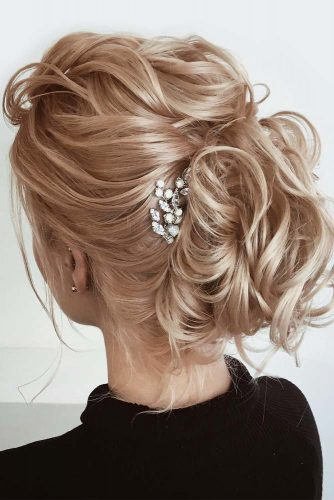 Prom Updos With Accessories Messy Style #updohairstyles #longhair #promhairstyles #promhair #hairstyles