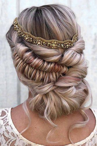 Romantic And Lovely Updo Hairstyles With Side Braids #updo #braids #promhairstyles
