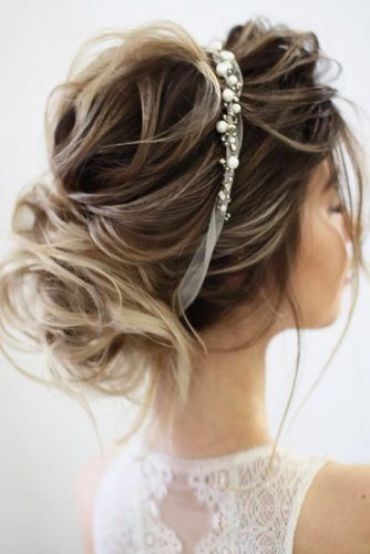 Exquisite Wrapped Updo Headband Hairstyles For Prom #updo #promhairstyles