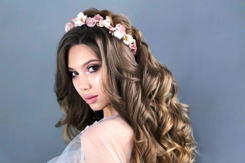 Amazing Styles with Hair Flowers for Beautiful Girls