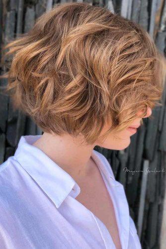 Layered Chin Length Messy Bob #layeredbobhairstyles #layeredbob #hairstyles #haircuts