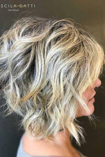 Inverted Wavy Lob #layeredbobhairstyles #layeredbob #hairstyles #haircuts