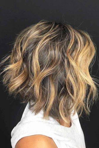 Messy Angled Bob With Waves #layeredbobhairstyles #layeredbob #hairstyles #haircuts