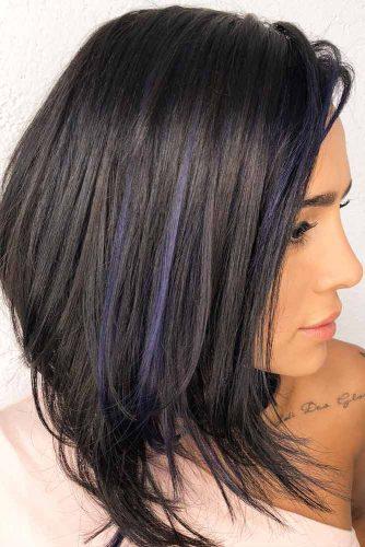 Medium Hairstyles For Brunette Girls Layered Hair #mediumhairstyles #mediumlengthhair #shoulderlengthhair #hairstyles #brunettehair