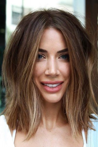 Medium Wispy Hairstyles For Brunette Girls #bob #wavyhair #mediumhair