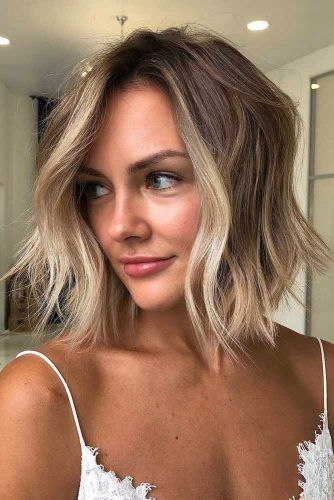 Messy Inverted Medium Bob Haircuts #mediumbob #haircuts #bobhaircuts #invertedbob