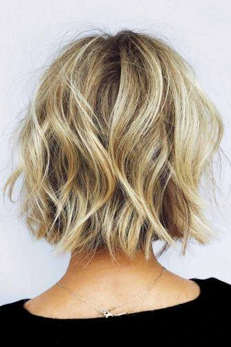 Wavy Layered Medium Bob #mediumbob #mediumbobhaircuts #haircuts #bobhaircuts