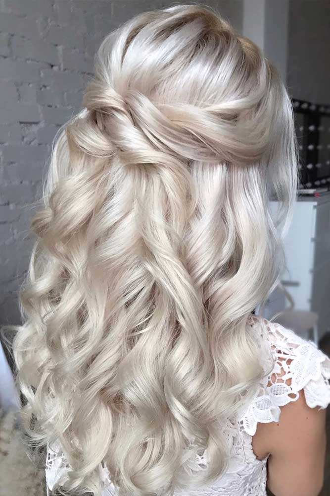 Blonde Big Voluminous Curls #formalhairstyles #longhair #hairstyles