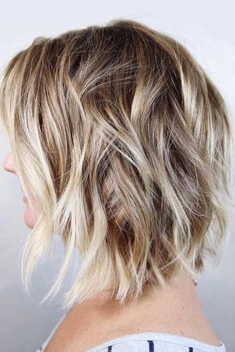 Cute Layered Hairstyles With Blonde Highlights #mediumlengthhairstyles #mediumhair #layeredhair #hairstyles #blondehighlights
