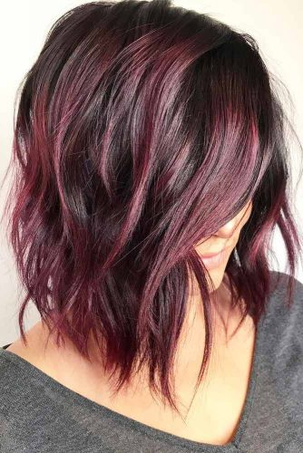 Shiny And Silky Layered Hair Burgundy Highlights #mediumlengthhairstyles #mediumhair #layeredhair #hairstyles #burgundyhighlights