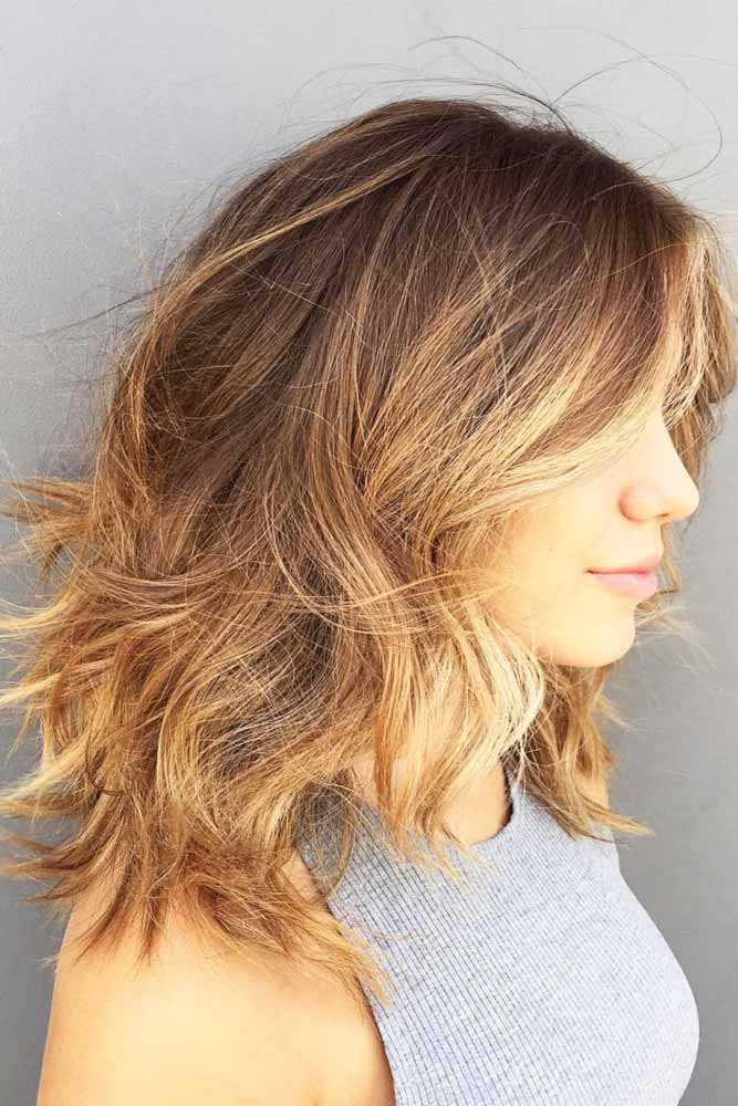 Layered Wavy Medium Hairstyles #mediumlengthhairstyles #mediumhair #layeredhair #hairstyles