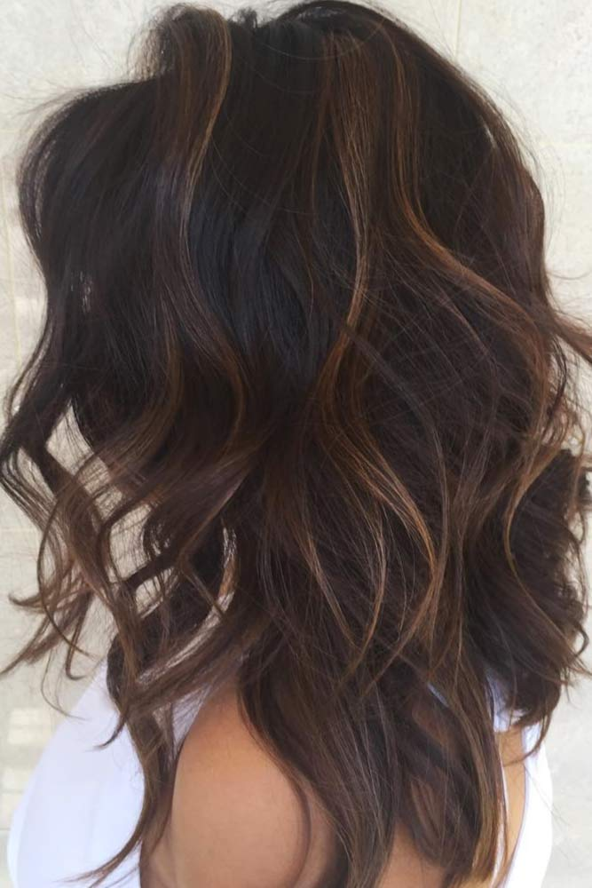 Messy Wavy Medium Hairstyles #mediumlengthhairstyles #mediumhair #layeredhair #hairstyles