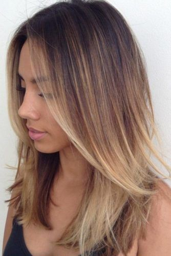 Middle Parted Straight Medium Length Layered Hair #mediumlengthhairstyles #mediumhair #layeredhair #hairstyles
