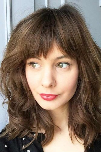 Voluminous Medium Layered Hairstyles With Bangs #mediumlengthhairstyles #mediumhair #layeredhair #hairstyles