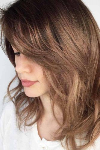 Messy Medium Layered Hairstyles With Bangs #mediumlengthhairstyles #mediumhair #layeredhair #hairstyles
