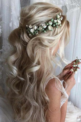 Accessorized Half Up Prom Hairstyles #promhairstyles #longhair #hairstyles #halfuphairstyles
