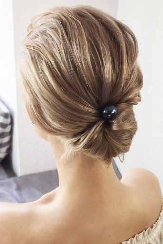 Simple Stylish Twisted Low Buns #updo #buns #promhair #promhairstyles