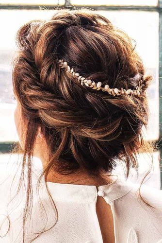 Try These Updos to Look Pretty picture 3