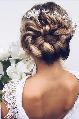 Updos Hairstyles for Long Hair picture 3