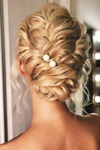 Low Buns With Pearls Messy #updo #weddinghairstyles