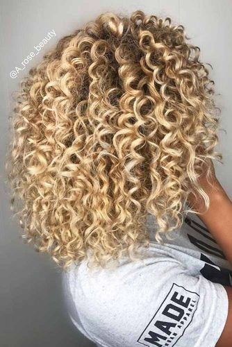 Lovely Curly Hairstyles Blonde Color #shoulderlengthhair #longbob #hairstyles #curlyhair #blondehair
