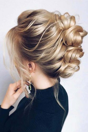 Blonde Buns For Your Medium Length Hair #updo #mediumhair #hairstyles