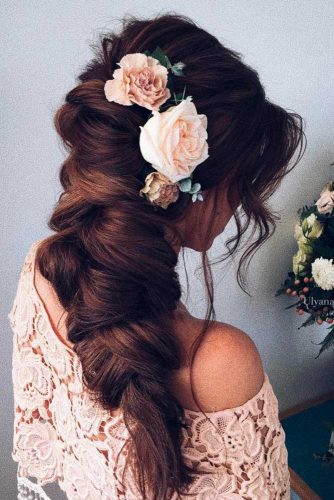 Flawless Hairstyles with Fresh Flowers picture3