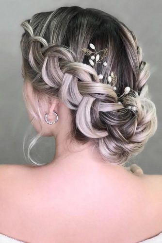 Braided Wedding Medium Hair Flowers #mediumhair #weddinghairstyles