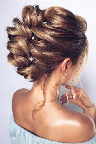 Voluminous Wedding Hairstyles With Accessories #weddinghairstyles #hairstyles #updohairstyles #accessory