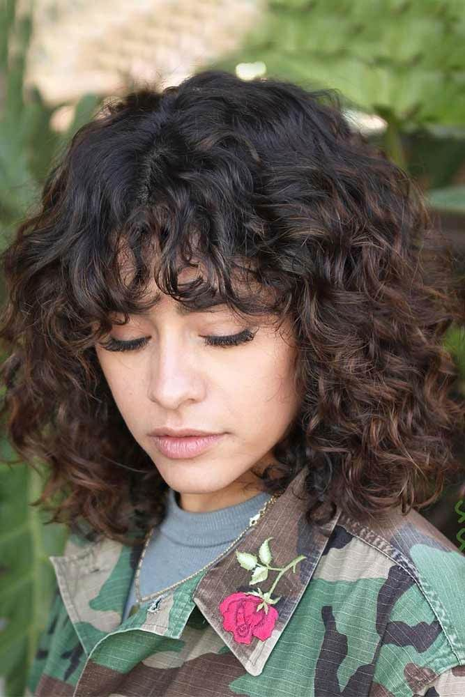 Brown Curly Shoulder Length Layered Haircuts #shoulderlengthlayeredhair #shoulderlengthhairstyle #layeredhair