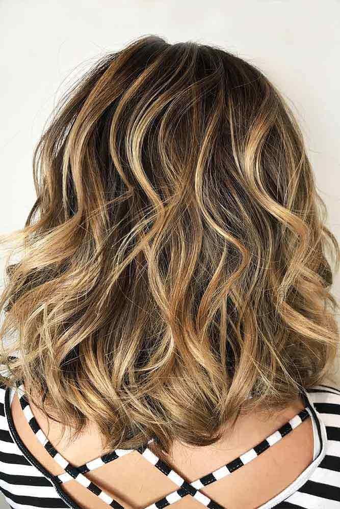 Wavy Shoulder Length Layered Haircuts #shoulderlengthlayeredhair #shoulderlengthhairstyle #layeredhair