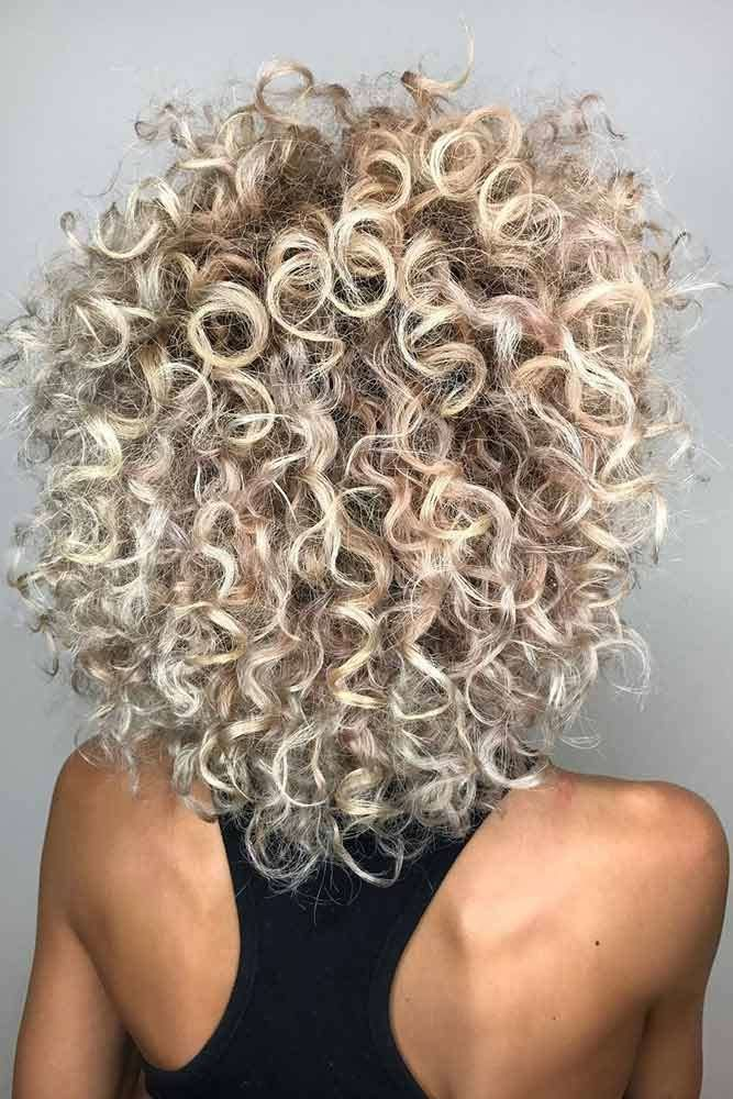 Blonde Curly Shoulder Length Layered Haircuts #shoulderlengthlayeredhair #shoulderlengthhairstyle #layeredhair