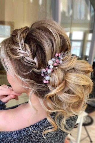 Beautiful Wedding Accessories Decorated with Pearls picture3