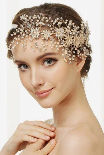 Wedding Headbands With Pearls For Updo #weddingheadband #weddinghairstyles