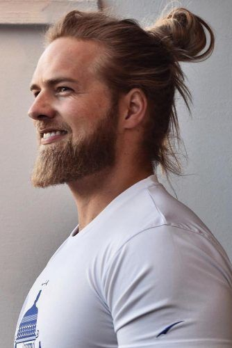 Impressive Man Bun Style For Long Hair #menhairstyles #hairstyles