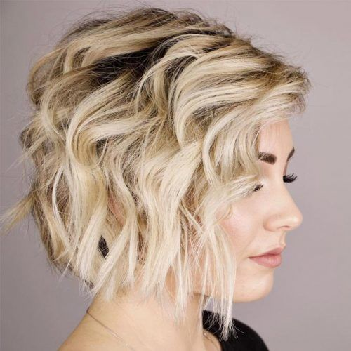 Wavy Layered Bob #hairstyles #shorthairstyles #blondehair