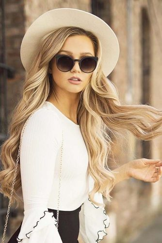 Loose and Wavy Long Hair with Layers picture 2