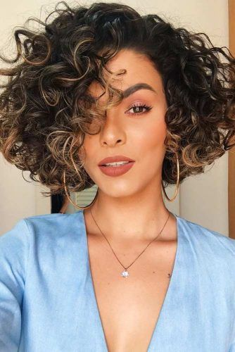 Side Parted Short Hairstyles For Curly Hair #shorthaircuts #shorthairstyles #shorthair #bobhaircut