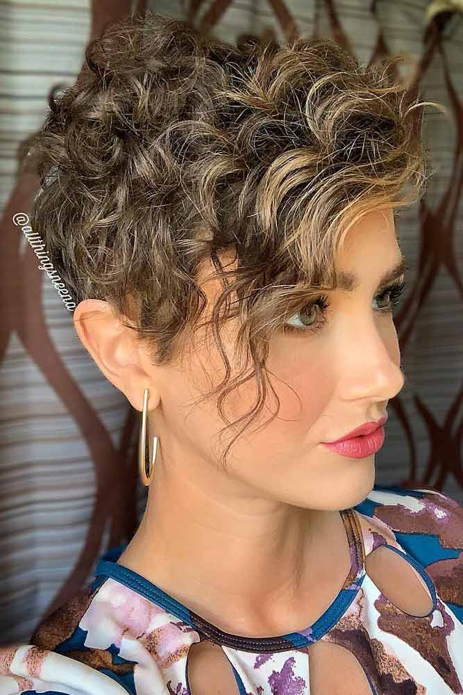 Short Hairstyles For Curly Hair Women 28