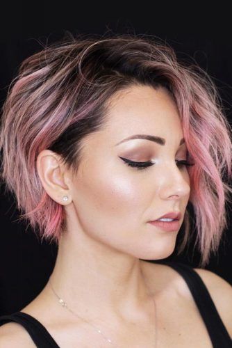 Layered Messy Pixie Bob With Rose Highlights #shorthaircuts #shorthairstyles #shorthair #bobhaircut #rosehighlights