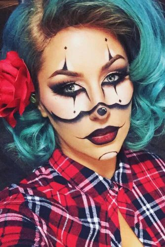 Emerald Color Bob Hairstyles For Halloween Clown Looks #halloweenhairstyles #shorthair #hairstyles #bobhairstyles #clownmakeup