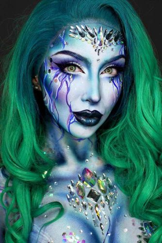Green Ombre For Mermaid Look #ombrehair #halloween #hairstyles #halloweenmakeup #mermaid