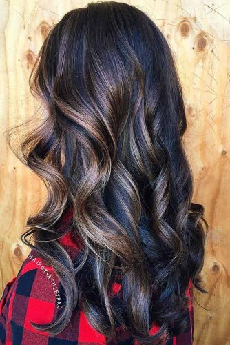 Brown Wavy Hairstyle with Blonde Highlights