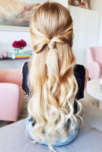 Half Up Half Down Ponytail With Loose Curls #halfup #ponytails